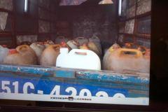 Nóng: Bắt băng trộm xăng máy bay cực lớn ở TP.HCM