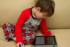 Cấm cha mẹ cho con dưới 2 tuổi dùng đồ điện tử