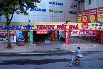 Siêu 'từ điển' quảng cáo trên phố Hà Nội