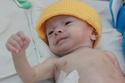 Việt kiều Mỹ muốn nhận nuôi bé trai bị cha mẹ bỏ rơi