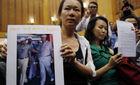 Người nhà nạn nhân MH370 náo loạn buổi họp báo
