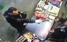 10 clip 'nóng': Giật súng tên cướp kịch tính như phim