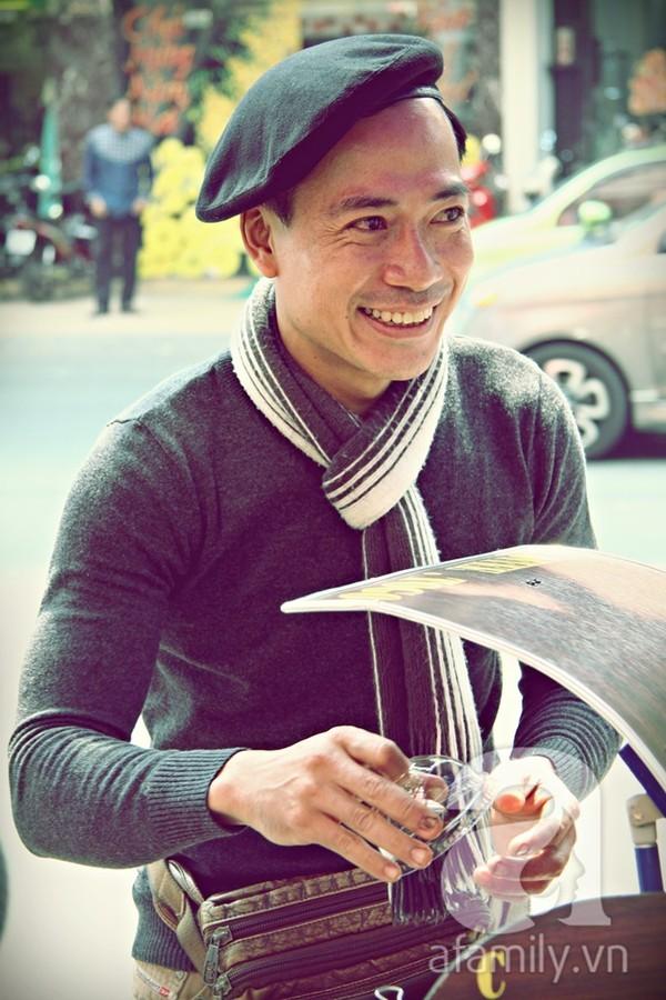 Hàng cà phê dạo đông khách của anh chàng sành điệu nhất Sài Gòn