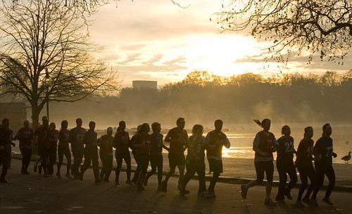Chạy bộ vào sáng sớm hại nhiều hơn lợi