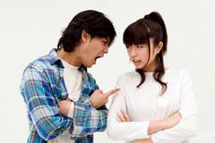 Biếu Tết: Bức xúc vì chồng bên trọng bên khinh