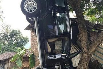 Bí thư huyện ở trong xe gây tai nạn