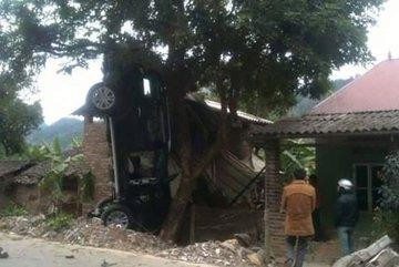 Bí thư huyện cầm lái chiếc xe gây tai nạn làm 3 người chết