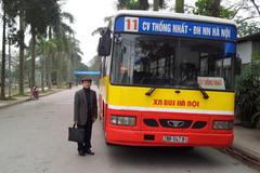 Vị PGS đến trường hàng ngày bằng xe bus
