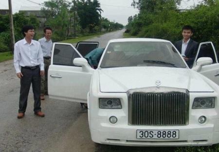 Khát vọng Rolls-Royce: Kiểu ngông của tay chơi quê