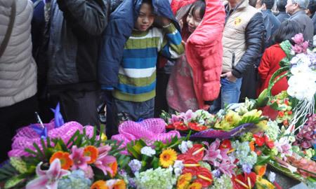 Chen chân trong lễ vinh danh GS, PGS