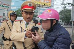 """CSGT Hà Nội xử phạt gần 700 """"ma men"""" lái xe"""