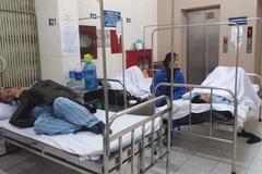 Bệnh viện 'cam kết không nằm ghép': Kê giường ra hành lang