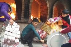 Đến Bà chúa Kho ném tiền vào hỏa lò