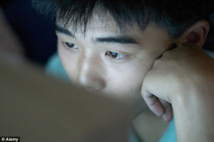 Nam sinh chặt tay để cai nghiện Internet