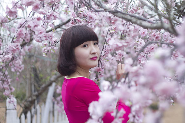 Thiếu nữ Hà thành khoe sắc tươi trẻ ở vườn đào Nhật Tân
