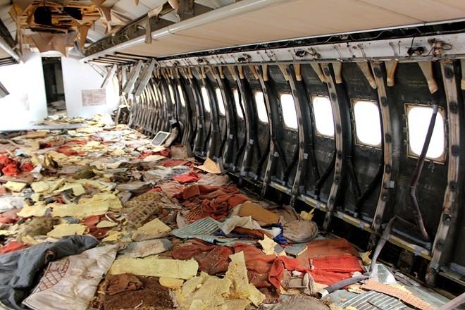 Máy bay Boeing bị bỏ hoang giữa lòng Sài Gòn