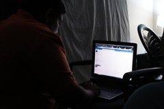 Nam sinh chặt tay cai nghiện Internet