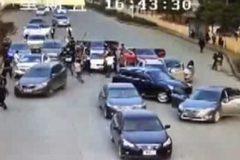 Clip hai băng đảng hỗn chiến giữa phố đông ở TQ
