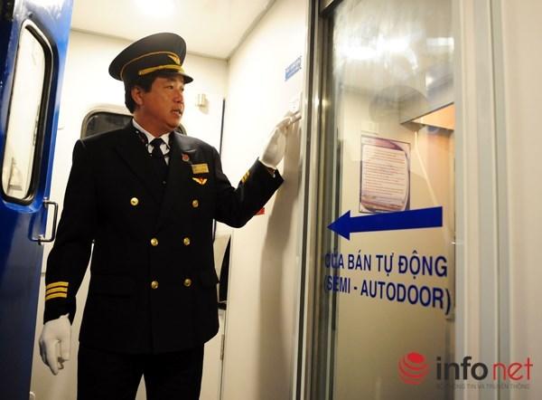 Cận cảnh tàu hỏa 5 sao đẹp hơn máy bay của Việt Nam