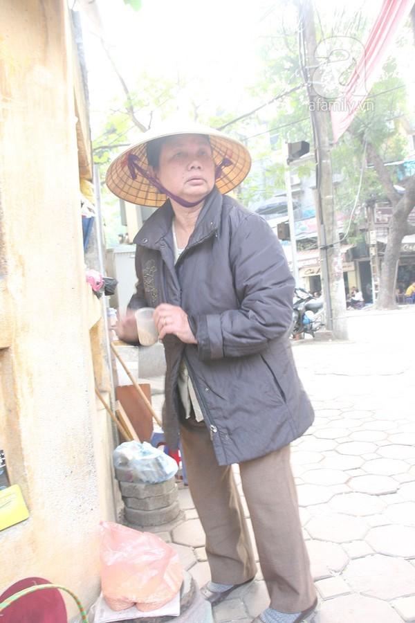 Người đàn bà 'rỗi hơi' 30 năm mua thóc đãi chim trời