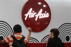 Máy bay AirAsia bay vòng tròn suốt vài giờ