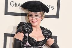 Madonna U 60 vẫn hở bạo