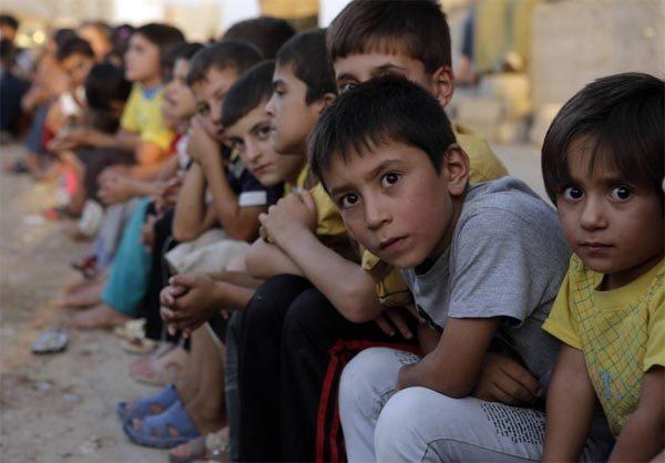 """Trẻ em Iraq bị IS """"dán giá"""" bán như nô lệ - 1"""