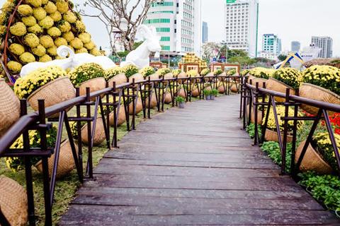 Trong 3 ngày, vườn hoa 5 tỷ 'mọc' giữa TP.Đà Nẵng