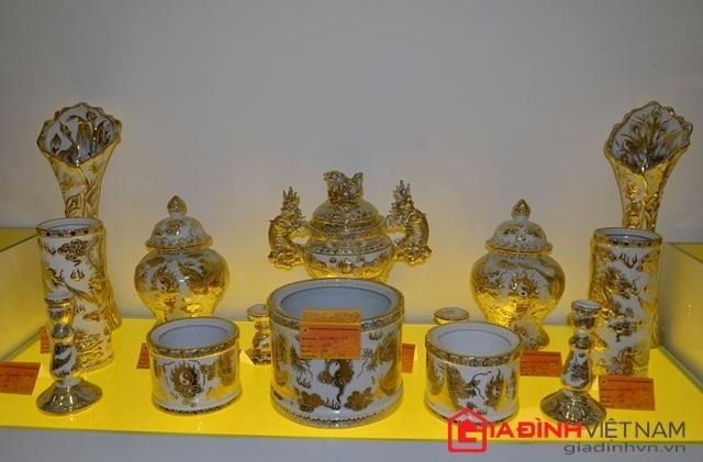 Bộ đồ thờ gốm vẽ vàng 250 triệu