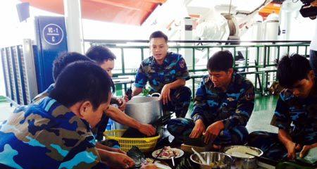 Vị Tết đặc biệt chỉ có trên tàu cảnh sát biển