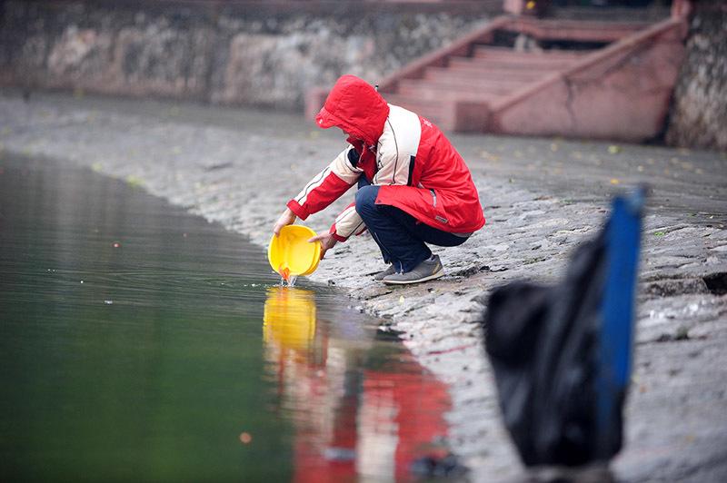 Đại sứ Mỹ cũng thả cá chép tiễn ông Táo ở Hà Nội