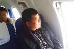 """Hành khách TQ mở cửa thoát hiểm máy bay ngồi """"hóng mát"""""""