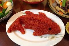 Xôi gấc cá chép và mâm cỗ gà trống trong lễ cúng ông Táo