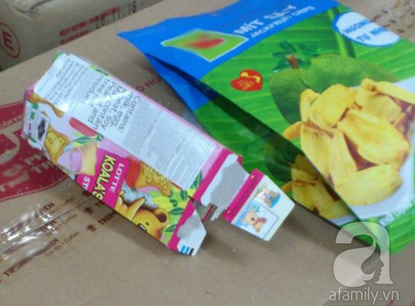 Hồn nhiên bóc bánh kẹo uống nước ngọt trong siêu thị