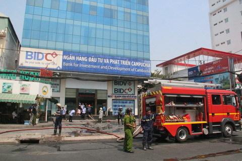 Di dời hàng trăm xe máy vụ cháy tầng hầm ngân hàng