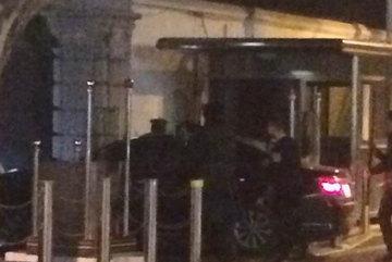 """""""Xe điên"""" lao vào Tổng lãnh sự quán Mỹ ở Thượng Hải"""