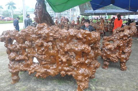 Tượng Thần tài Thủy tùng 1,5 tấn: Nửa tỷ không bán