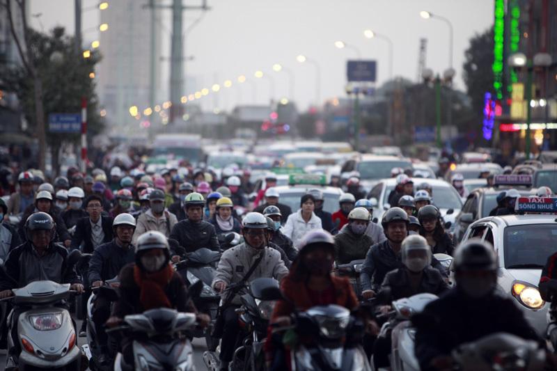 Giao thông Tết: Bến xe chưa đông, đường ùn tắc kéo dài