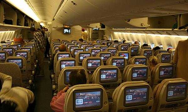 Phát sốt với 'cô' tiếp viên hàng không U70