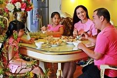Bữa cơm tân niên của nhà Thuý Hạnh - Minh Khang