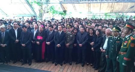 Hàng nghìn người tiễn đưa ông Bá Thanh lần cuối