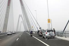 Hà Nội: Cấm phương tiện qua cầu Nhật Tân đêm Giao thừa