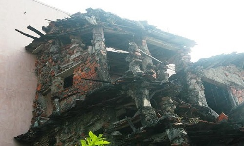 Dị nhân Quảng Nam 35 năm tự xây nhà kỳ quái