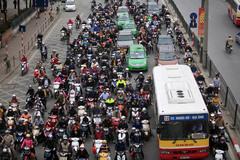 Người dân trở lại thành phố sau 9 ngày nghỉ Tết