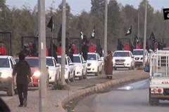 Tù binh bị IS nhốt trong lồng, diễu khắp phố