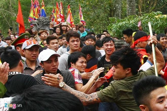 Hỗn chiến kinh hoàng ở lễ hội đền Gióng