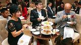 Ứng xử kiểu Tây: Biểu tượng vị thế mới của người Trung Quốc
