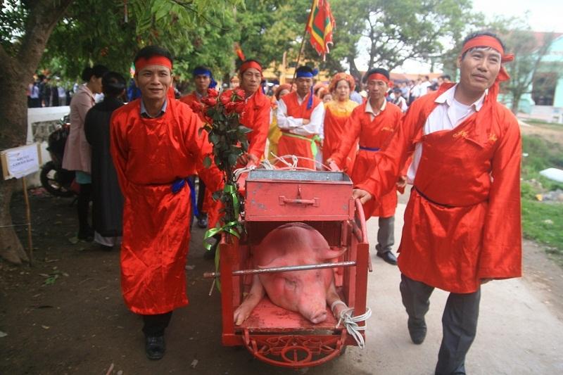Bị phản đối, máu vẫn chảy tại lễ hội chém lợn Bắc Ninh