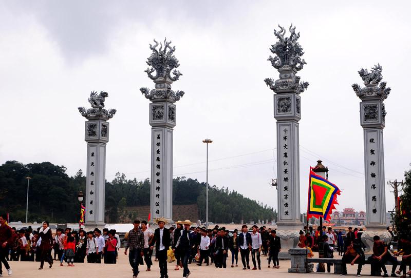 Tây Thiên, du khách, lễ Phật, thưởng ngoạn cảnh đẹp, đầu năm Ất Mùi