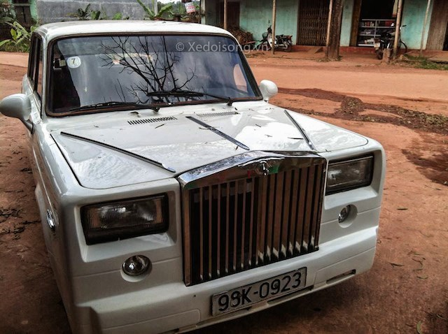 20150225143037 xe7 Cận cảnh về chiếc Lada độ thành Rolls Royce ở Bắc Giang